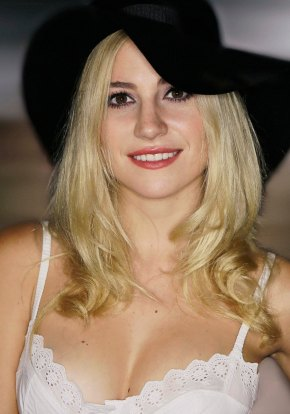 Pixie_Lott_2014_(cropped) - Photo - Walterlan Papetti