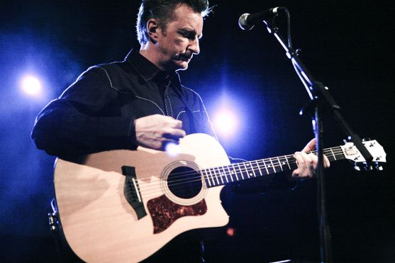 billy-bragg_shot_by_kris_krug